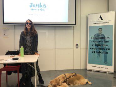 Maria Petit presentando la campaña Juntos Somos Más durante el Día Internacional de las personas con discapacidad.
